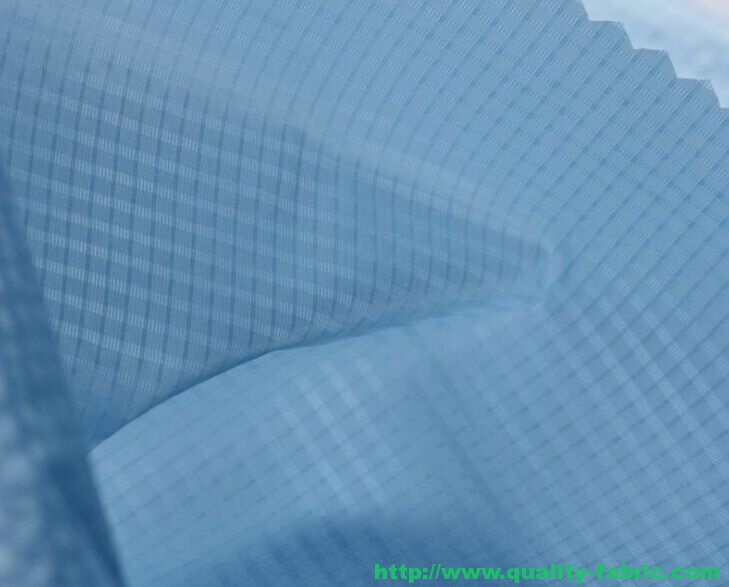 Light calendering waterproof plaid fabric